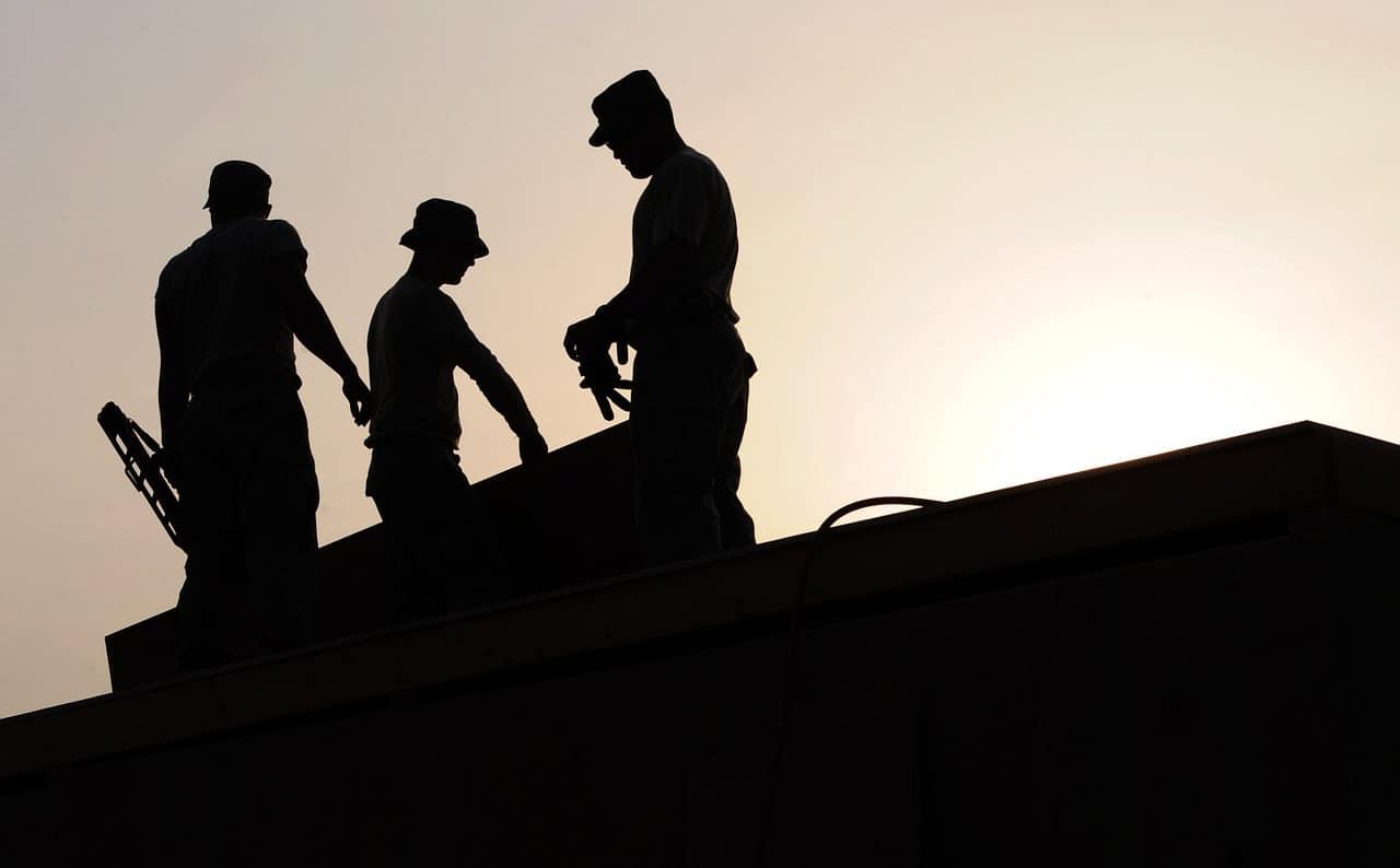 צלליות של עובדים